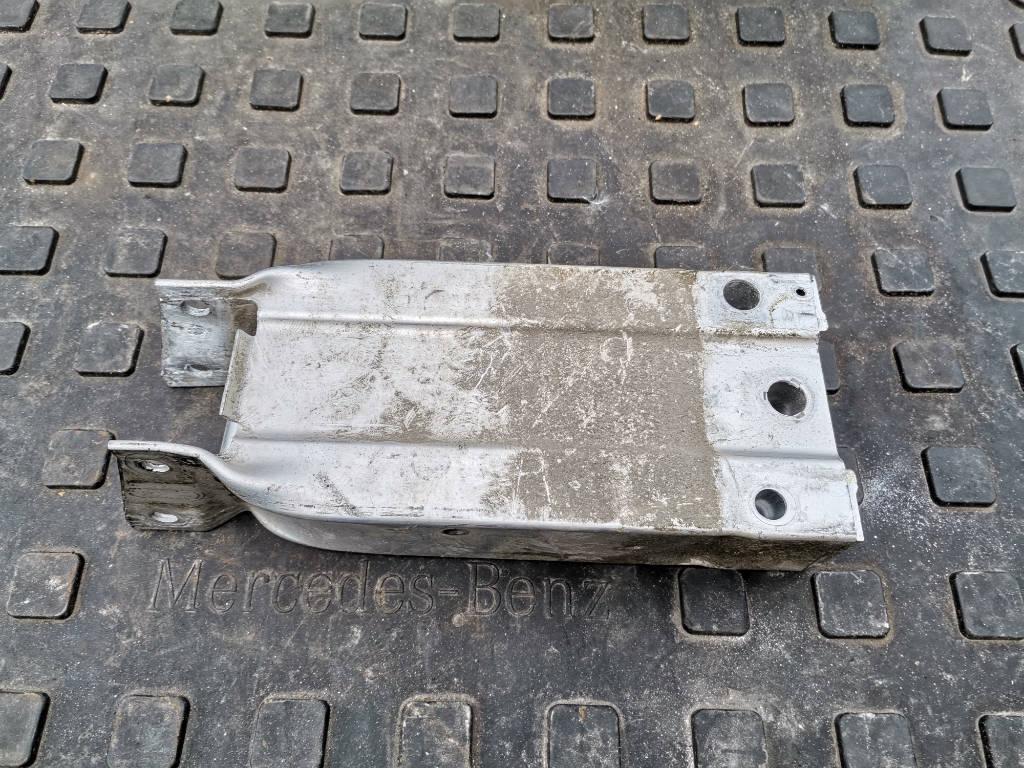 Кронштейн усилителя бампера правый передний A2046201695 Mercedes-Benz GLK-Class 2014 X204 651.912