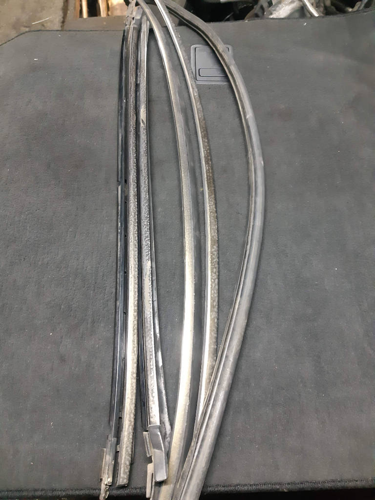 Молдинг лобового стекла Mercedes-Benz S-Class 2003 W220 M 113 E50